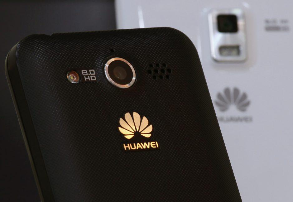 """R. Juknevičienė prašo ištirti """"Huawei"""" telefonų saugumą"""
