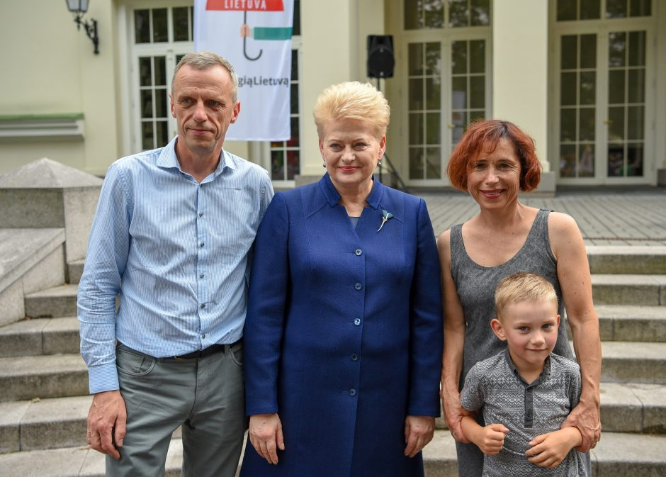 Prezidentė džiaugiasi: Lietuvoje mažėja vaikų namų
