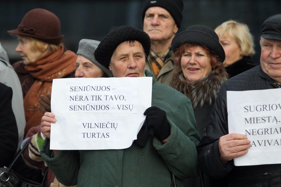 Prie savivaldybės – protestas prieš mero A. Zuoko planus naikinti seniūnijas
