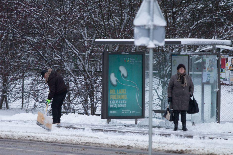 Autobusų stotelėje – miręs vyras