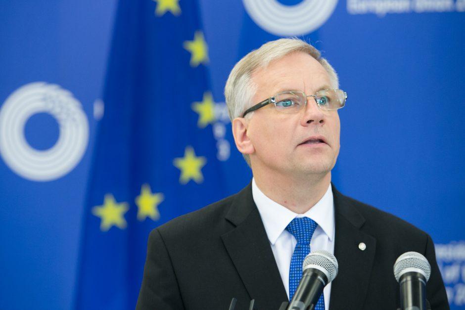 Finansų ministras siūlys peržiūrėti Vyriausybės poziciją dėl paramos žydų gelbėtojams