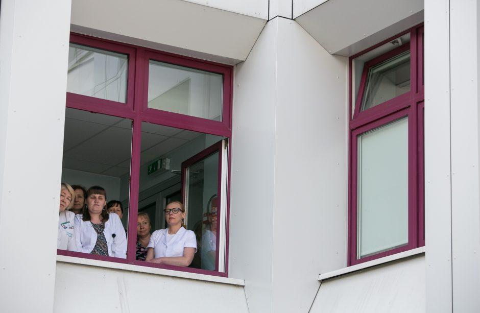 Santaros klinikų gydytojams alga didės apie 300, slaugytojams – 150 eurų
