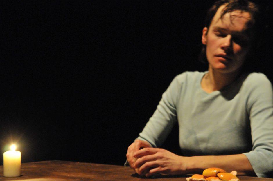 Jaunimo teatre naujai atgis režisieriaus K. Smedso spektaklis