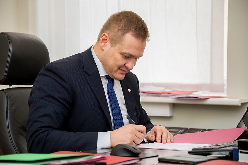 Ministras reikalauja griežčiau kontroliuoti viešuosius pirkimus