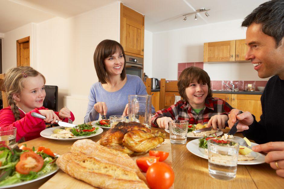 Keletas patarimų, kaip šeimoje įvesti sveikesnės mitybos įpročius