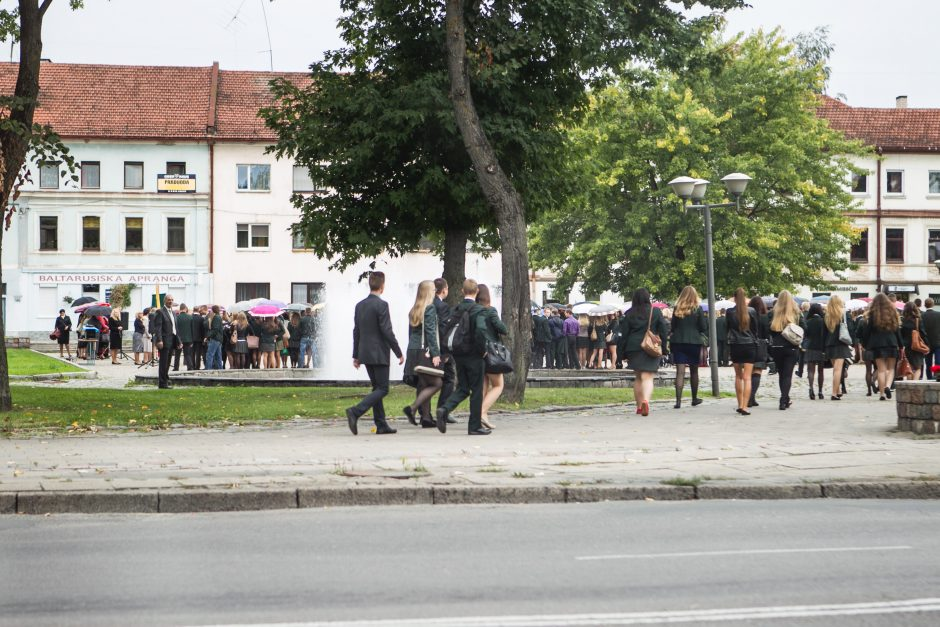 Naujų mokslo metų sutiktuvės Kaune: lūžo kaulai, perėjoje partrenkta 16-metė