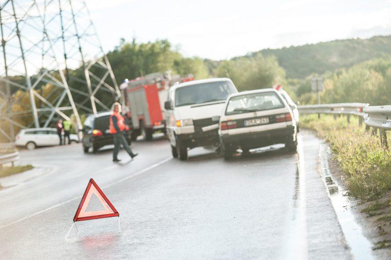 Kaune susidūrė du automobiliai, vienas vairuotojas išvežtas į gydymo įstaigą