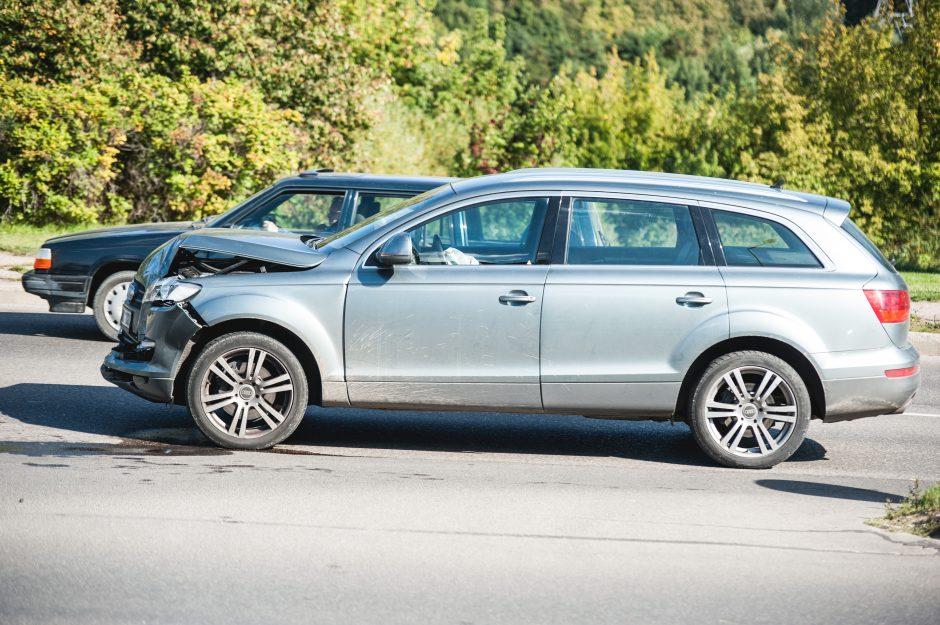 """Avarija Neries krantinėje: """"Audi"""" vairuotojas nespėjo sustabdyti"""