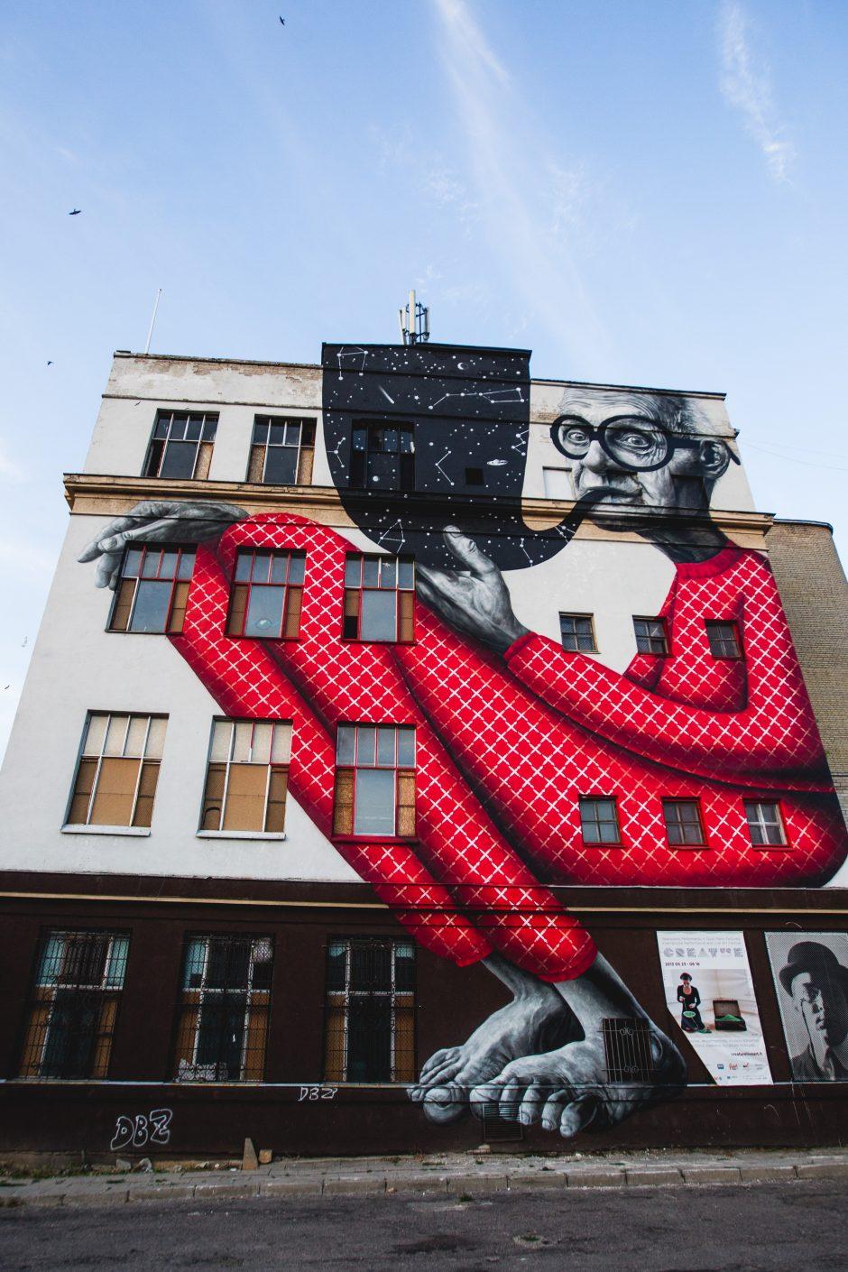 """""""Fluxus ministerija"""" pasipuošė didžiausiu piešiniu Lietuvoje"""