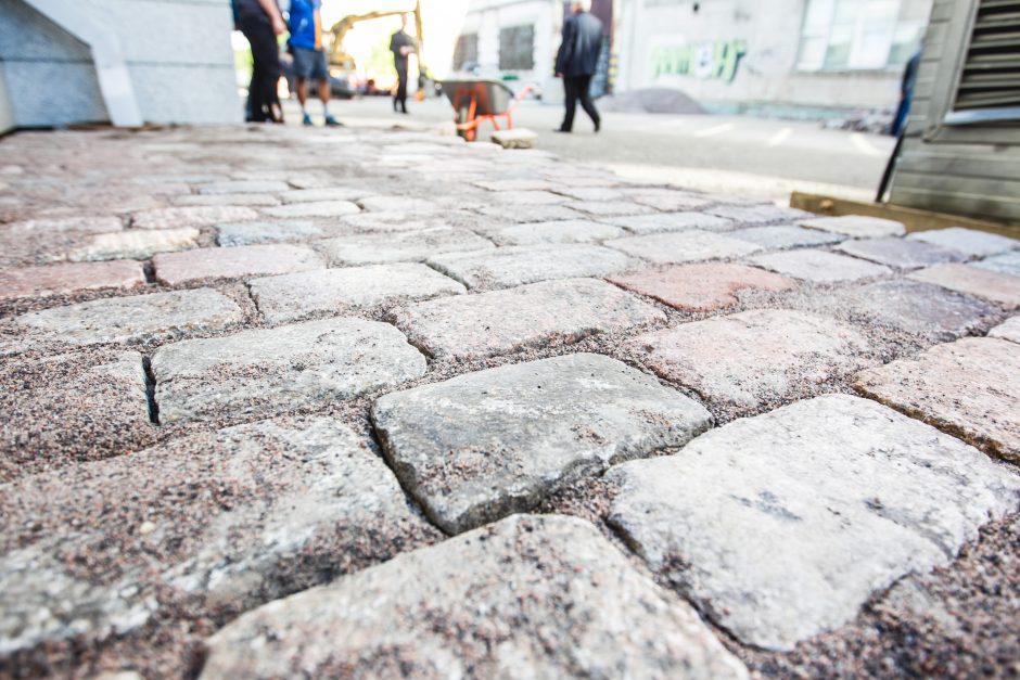 Prie Prisikėlimo bažnyčios pradėtas kloti grindinys