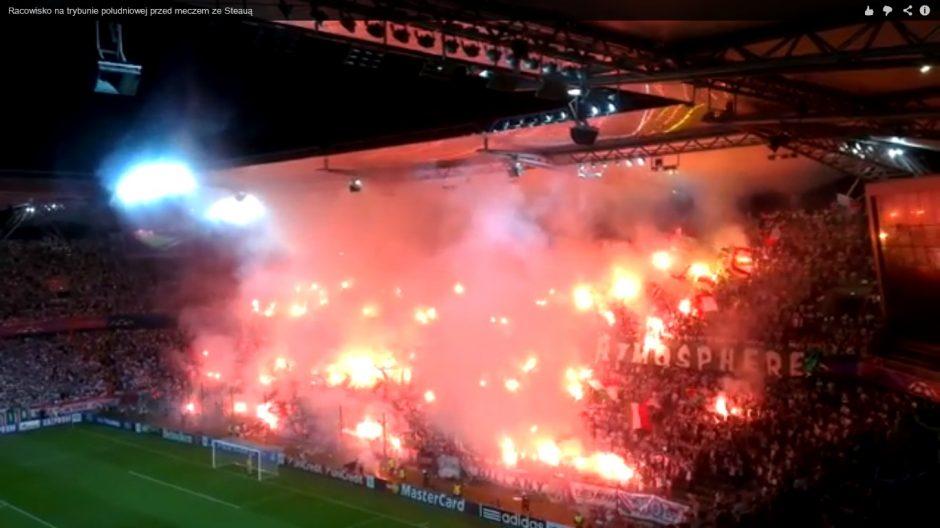 Lenkų futbolo fanai vėl pasižymėjo neišdildomu šou
