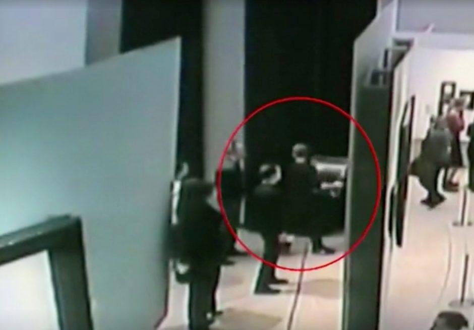 Paveikslą pavogti nesutrukdė nei kameros, nei daugybė galerijos lankytojų