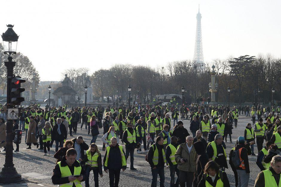 Per protestus Prancūzijoje nukentėjo apie 50 žmonių