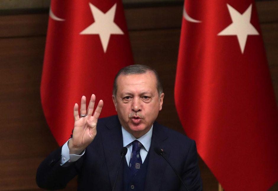 Europos Parlamentas ragina Turkiją atšaukti po pučo paskelbtą nepaprastąją padėtį