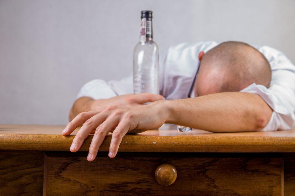 Gydytoja: vienas alkoholikas į liūną gali įtraukti 20 žmonių