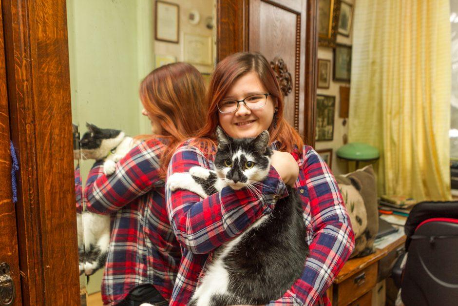 Karinis munduras netrukdo mylėti gyvūnų