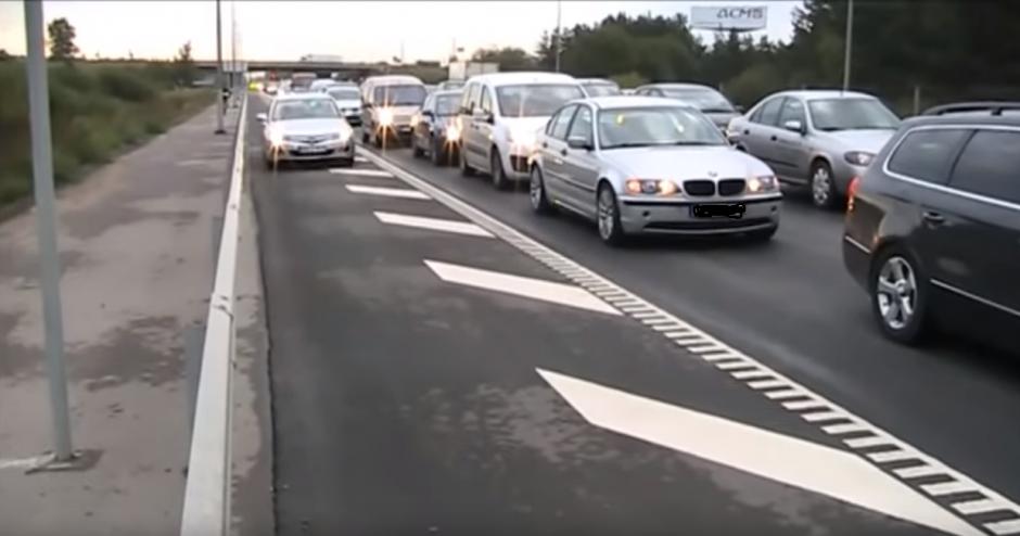 Spūstyje nepanorusius stovėti vairuotojus pasitiko policijos pareigūnai
