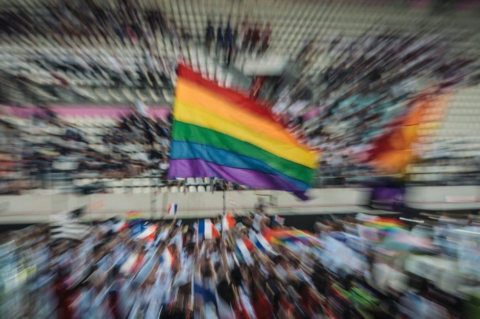 Nežmoniška bausmė: dvi moterys viešai nuplaktos už homoseksualius santykius