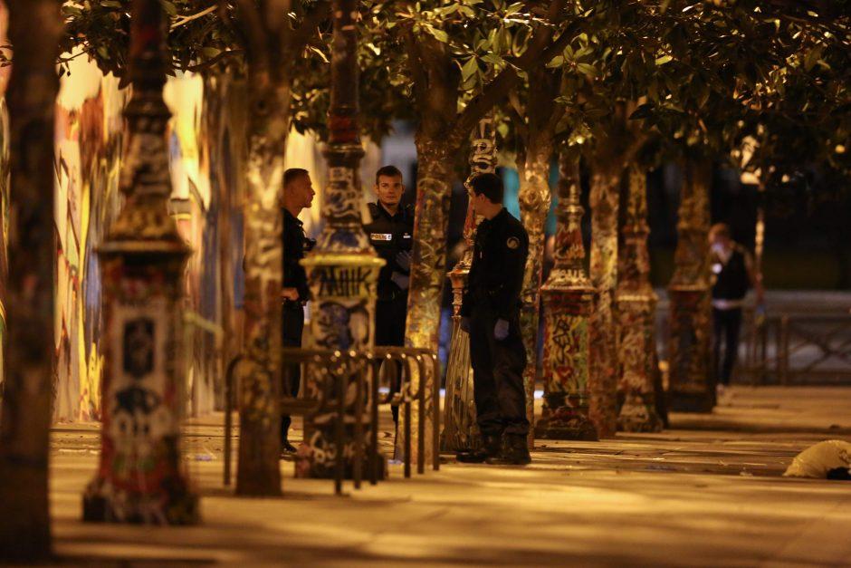 Strypu ir peiliu ginkluoto užpuoliko ataka Paryžiuje: sužeisti septyni žmonės