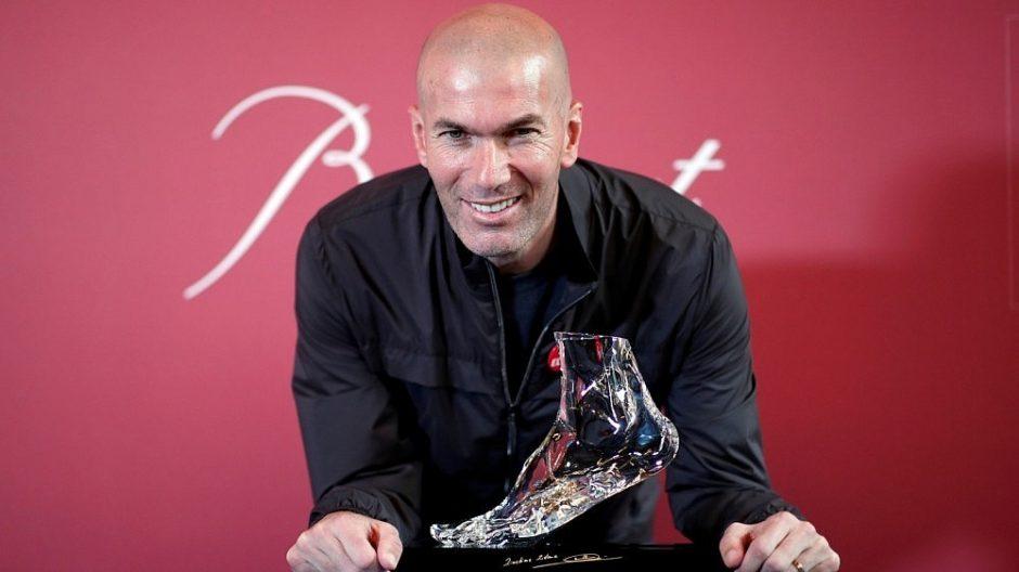 Aukcione – šimtas įspūdingą Z. Zidane`o smūgį menančių kojos išliejų