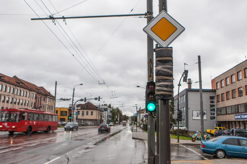 Šviesoforai Kauno gatvėse kelia sumaištį – čia užprogramuotos avarijos