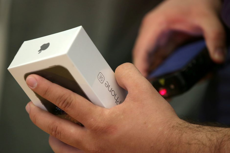 Kibernetinių įsilaužėlių taikinys – išmanieji telefonai