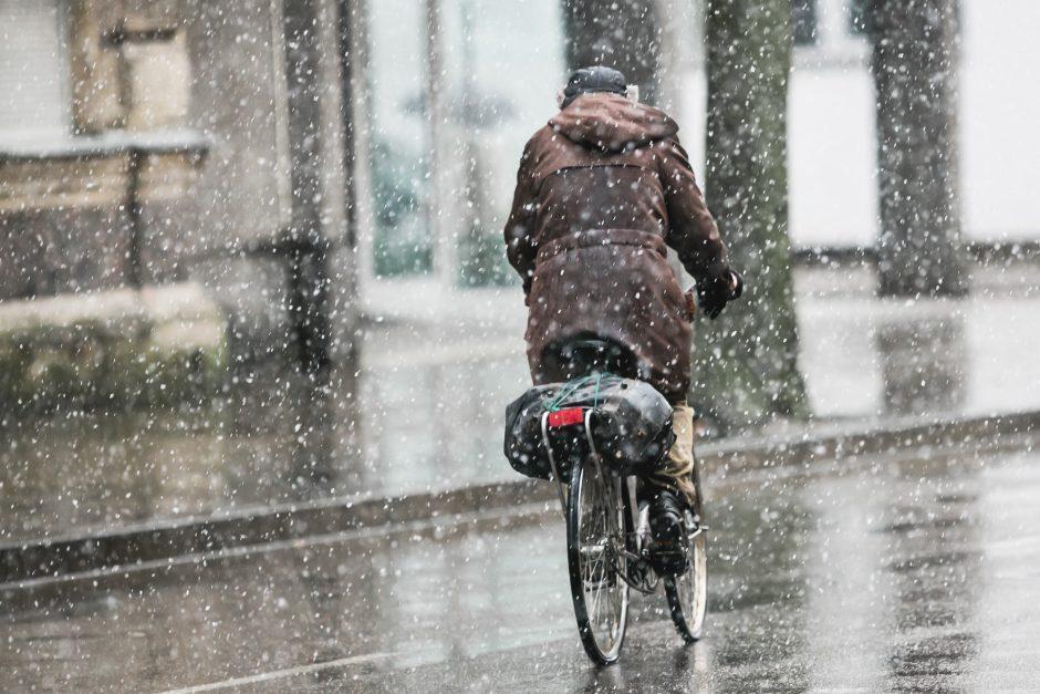 Sinoptikai nežada nieko malonaus: vėjas, lietus ir šlapdriba