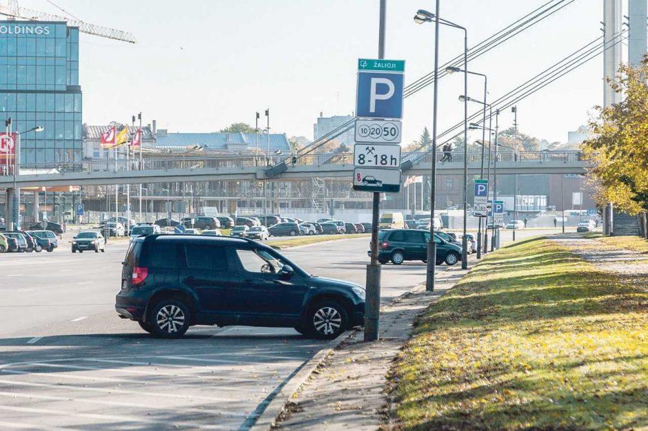 Automobilių stovėjimo vietų apmokestinimas išlaisvino prospektus nuo chaoso