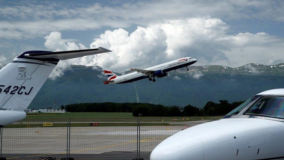 Oro bendrovės siūlo keleiviams susimokėti už taršą: kur patenka šie pinigai