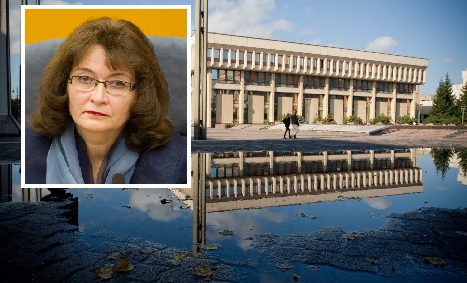 Pasipiktino piktžolėmis prie Seimo rūmų: tai – savivaldybės akibrokštas