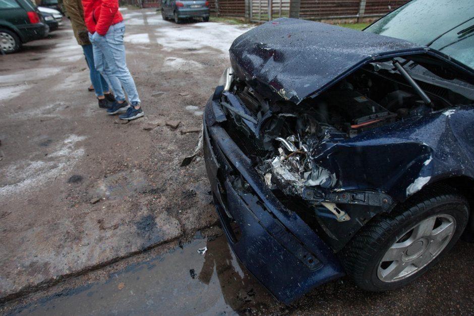 Kaune namo tvorą taranavusi vairuotoja įpūtė virš 3 promilių