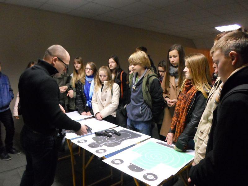 Klaipėdos moksleiviai domisi policijos darbu