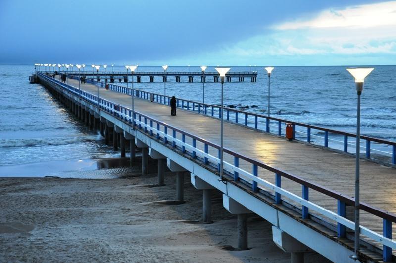 Moderniai apšvies ne tik Palangos tiltą, bet ir ir paplūdimį