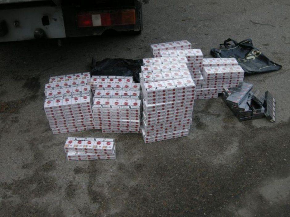 Šilališkis cigaretes gabeno mikroautobuse įrengtose slėptuvėse