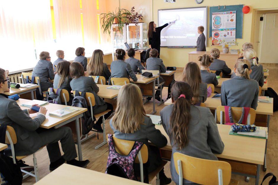 Apklausa: siūloma vyresnių klasių moksleiviams sostinėje pamokas pradėti 9 val.