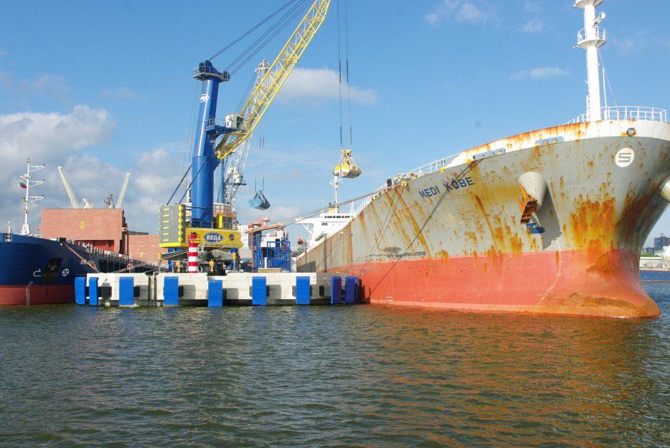Smunkančią trąšų krovą uoste kompensuoja žemės ūkio produktai