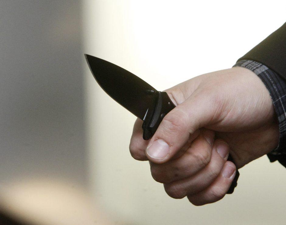 Klaipėdietį dvi dienas iš eilės puolė peiliu ginkluotas kaimynas