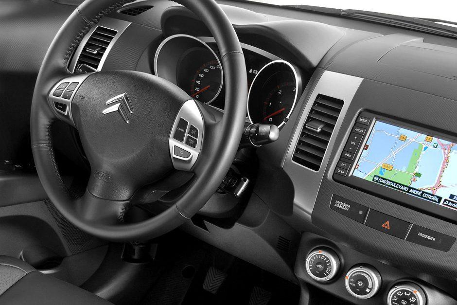 Šiuolaikiniai vairuotojai automobilių gedimų neatpažįsta, perspėjimus ignoruoja