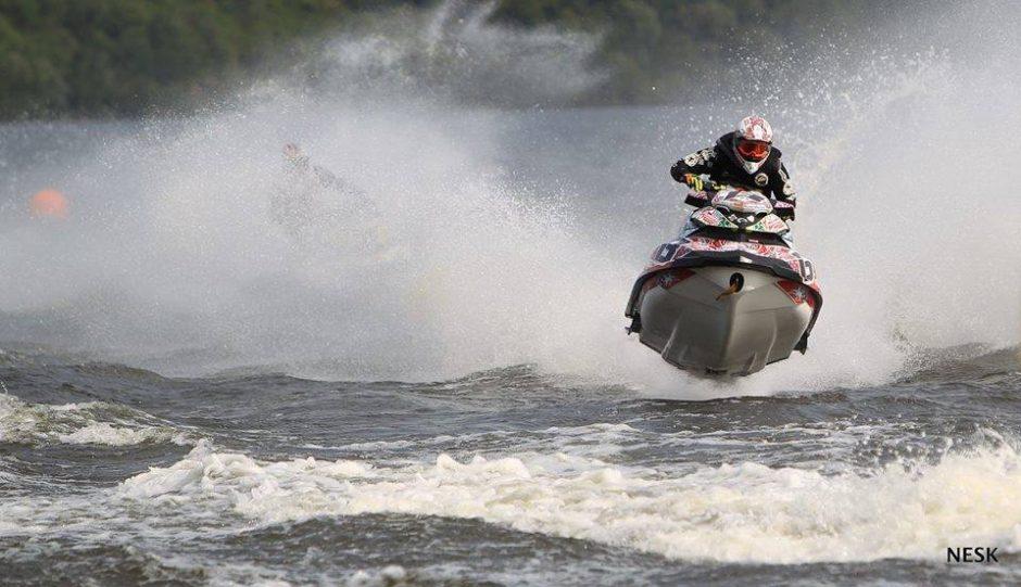 Zarasuose gaus galingų vandens motociklų varikliai