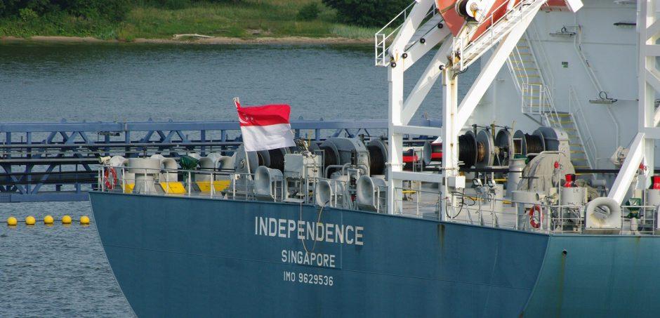 Su svetima vėliava ir jūrininkais