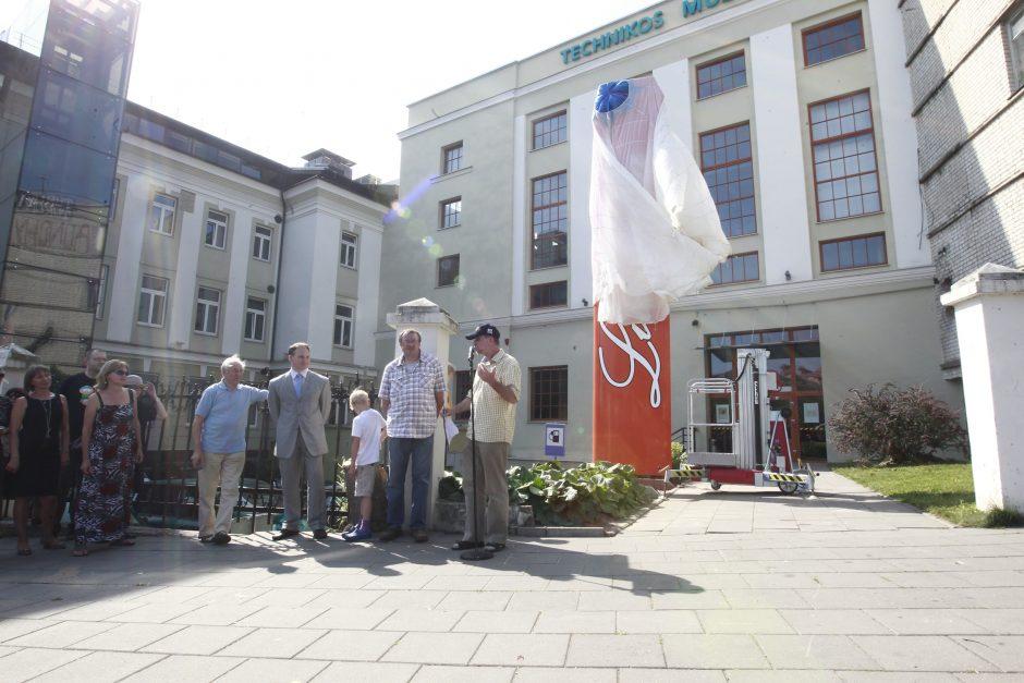 Vilniuje atidengtas paminklas S.Dariaus ir S.Girėno skrydžiui