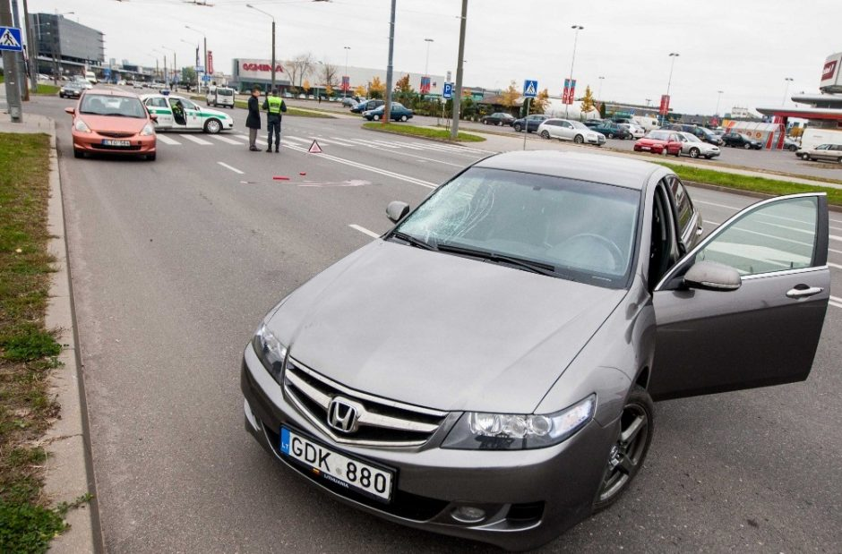 Šįryt perėjoje Vilniuje sužalota mergina mirė ligoninėje