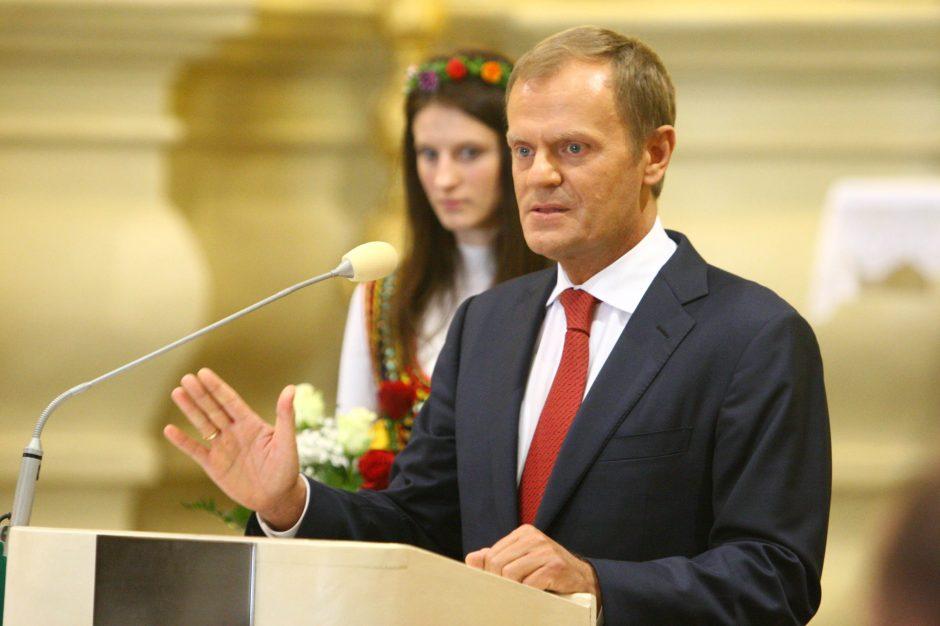 Lenkijos premjeras D. Tuskas perrinktas savo partijos vadovu