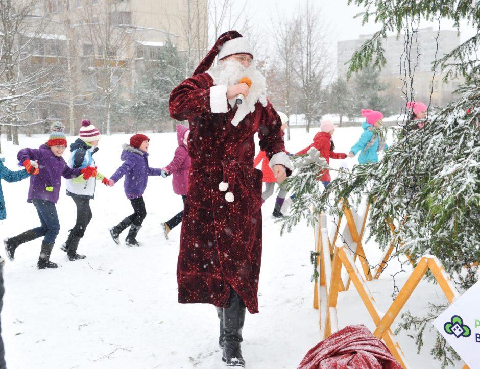 Vilniaus daugiabučių kiemuose vėl sužibs Kalėdų eglutės