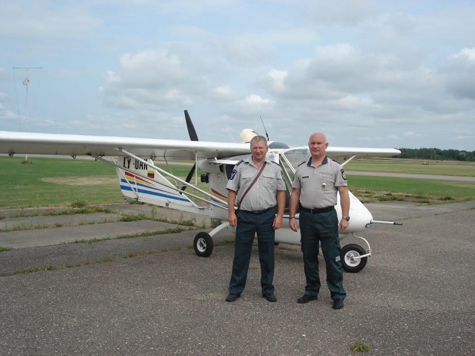 Aguonų ir kanapių plantacijų policija ieškojo iš lėktuvo