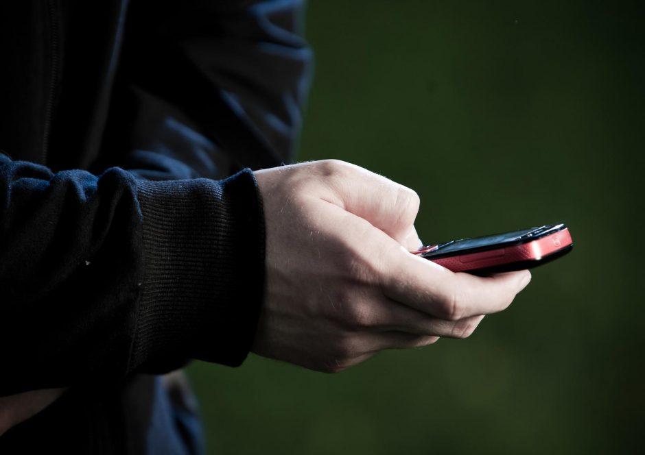 Telefono nenorėjęs atiduoti paauglys buvo sumuštas