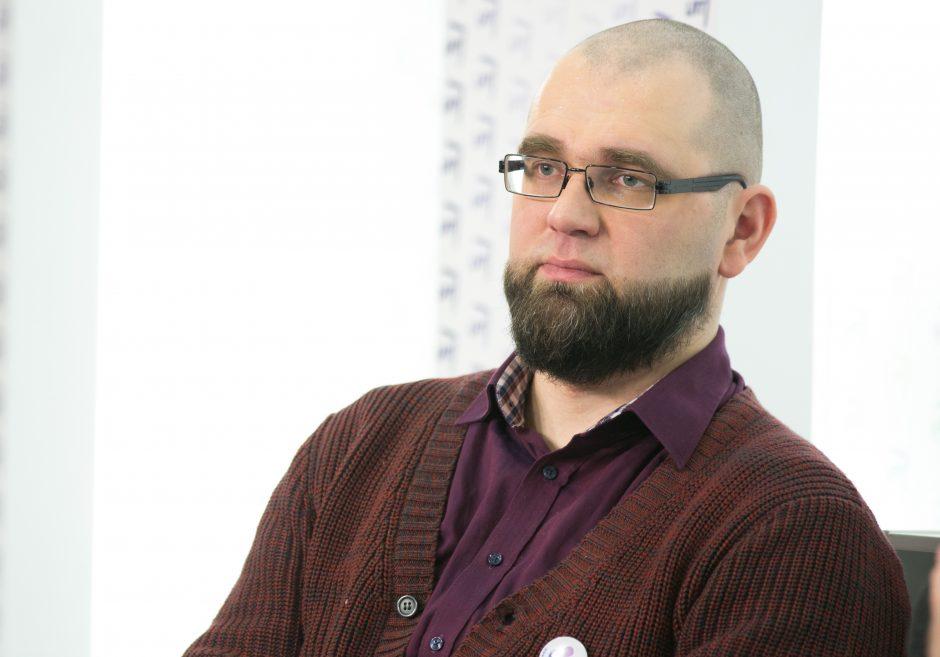 Rašytojas L. Katkus: dirbu rūsyje, nes neturiu kito ramaus kampo
