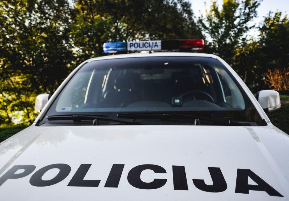 Parduotuvėje Grigiškėse siautėjusį vyrą policija sutramdė elektrošoku