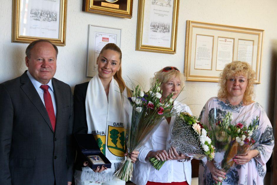 """Garliaviškė """"Mis Lietuva"""" ruošiasi šturmuoti konkursą """"Mis Pasaulis"""""""