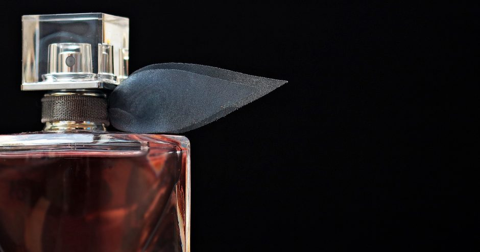 Kvepalai gali dvelkti dūmais, metalu, degutu, guma